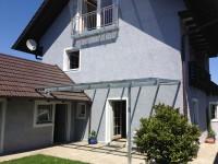Balkon aus Metall, Vordach Haustür